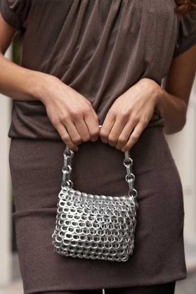 Женская сумочка своими руками из ярлычков пивных банок