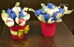 МК Букет цветов из конфет и бумаги. Пошаговая инструкция.