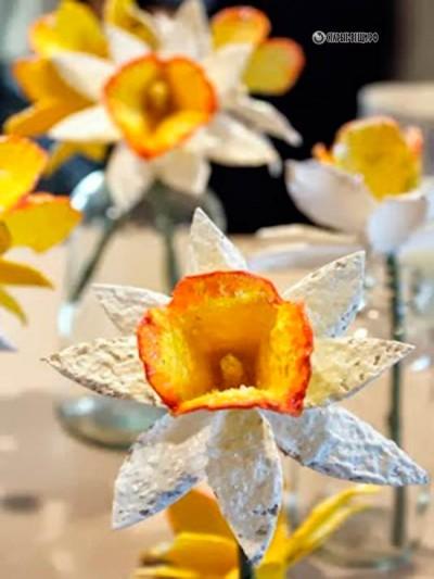Цветы нарциссы своими руками из яичных лотков МК.