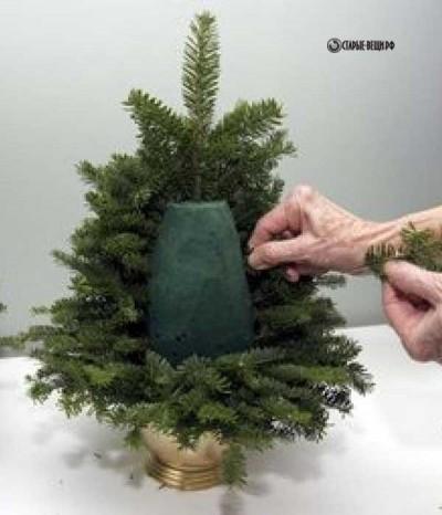 Живая елочка на новогодний стол из веток