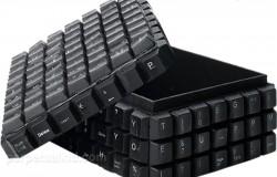 Шкатулка из клавиш компьютерной клавиатуры.