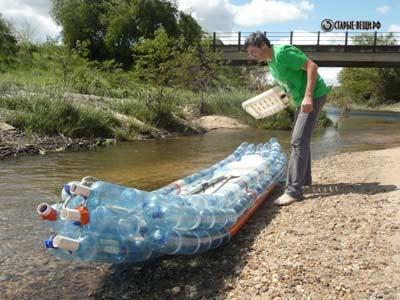 Каяк из пластиковых бутылок.