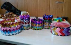 Плетеные корзинки уголками из бумаги