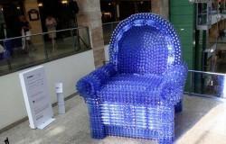 Гигантское кресло из пластиковых бутылок