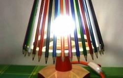 Лампа и другие поделки из цветных карандашей