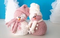 Снеговики из носочков
