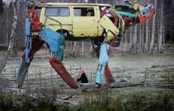 Скульптуры коров из деталей машины