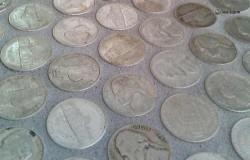 Вместо кафельной плитки- монеты!