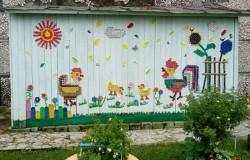 Детская площадка из подручных материалов в городе Серове