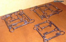 Подставка под горячие кастрюли и сковородки из ключей