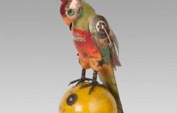 Скульптуры птиц своими руками из часов и биноклей.