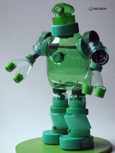 Роботы из крышек от пластиковых бутылок