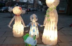 Скульптуры с подсветкой из пластиковых бутылок
