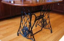 Столик из станины швейной машины Зингер