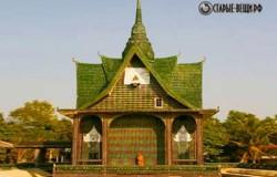 Храм Изумрудного Будды из бутылок в Тайланде.