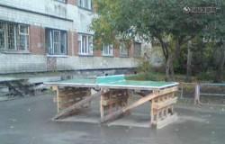 Теннисный стол во дворе из поддонов