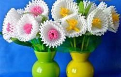 Весенние цветы из сеточки и коктейльных трубочек МК