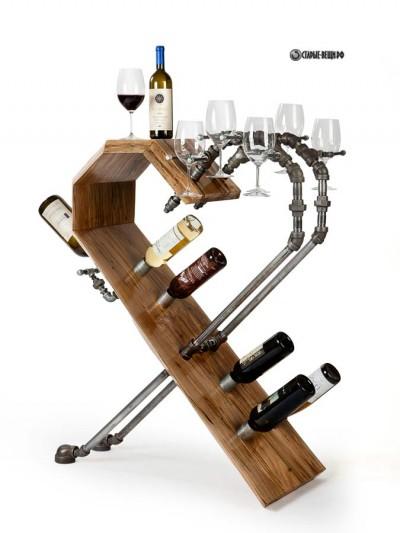 Деревянная барная стойка с элементами из сантехнических труб.