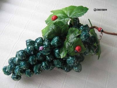 Гроздь винограда из конфет МК