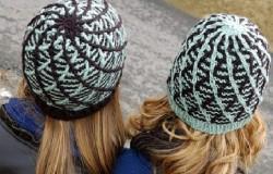 Вязаные шапки модницам на заметку