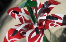Фантастические цветы из жестяных банок своими руками