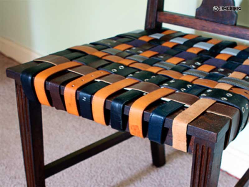 Диван из старых стульев
