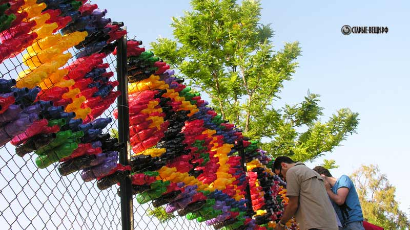 Забор из пластиковых бутылок мастер класс