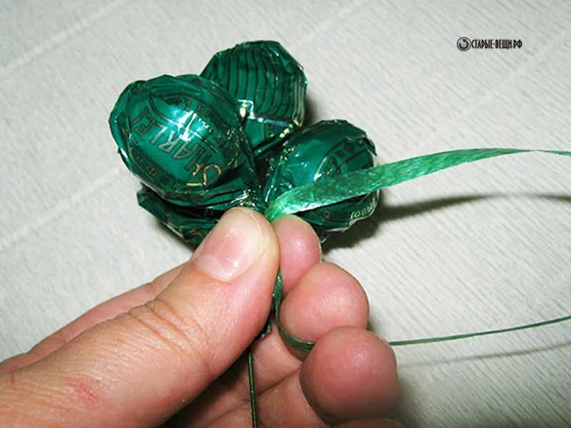 Виноградная гроздь из конфет своими руками пошаговое фото