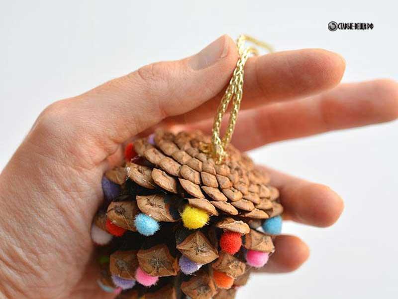 Подарок своими руками из шишек
