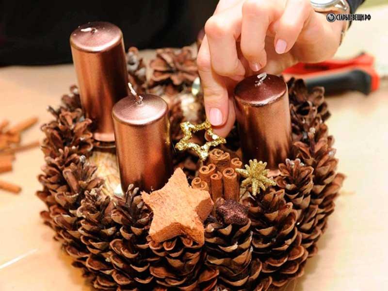Венок из сосновых шишек на новый год