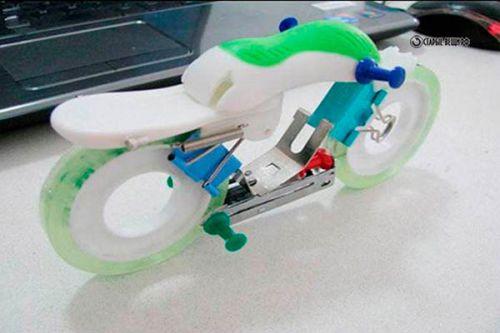 Мотоцикл из канцелярских товаров