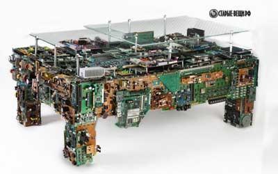 Журнальный столик из старых компьютерных комплектующих
