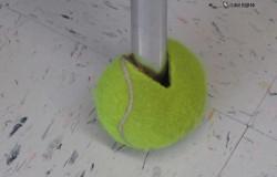 Защитные накладки для ножек стула из теннисных мячей