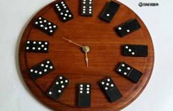 Часы из домино своими руками