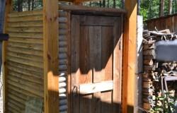 Туалет на даче своими руками из старых вещей.