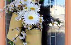 Идеи декора входной двери загородного дома.