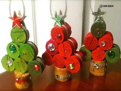 Новогодние елочки из винных пробок
