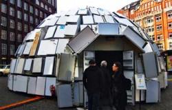 Иглу из 300 старых холодильников - сделано в Германии