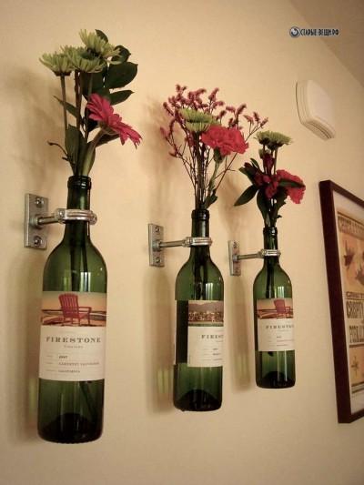 Кашпо на стену из стеклянных бутылок.