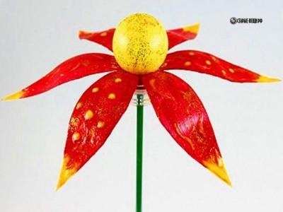 Как сделать красивый цветок из пластиковой бутылки