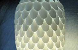 Лампа из ложек. Поделки из пластиковой посуды своими руками