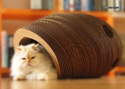 Лежанка из картона для кошки