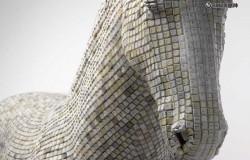 Скульптура лошади из клавиш