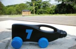 Машинка из пластиковой канистры из под бытовой химии.