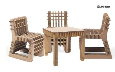 Детский стол и стул из картона.
