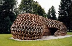 Конструкция из 1300 поддонов