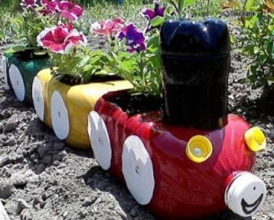 Клумба паровозик из пластиковых бутылок своими руками