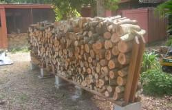Хранение дров в поленницах из шлакоблоков