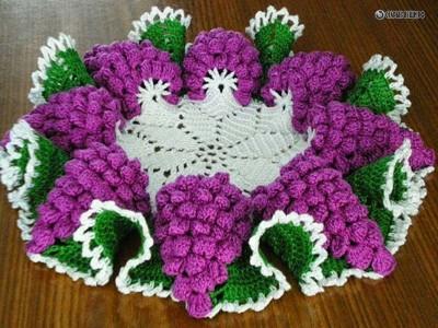 Вязание крючком салфетки с гроздьями винограда
