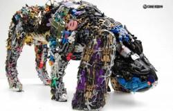 Скульптуры из игрушек от Роберта Брэдфорда.